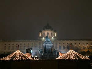 KHM with the Maria-Theresian-Platz Christmas market in front.
